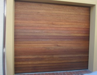 Single-Meranti-sectional-garage-door-•-horizontal-88mm-slats-280x210